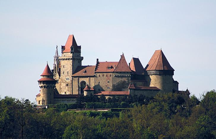 Beliebter Burgenfake