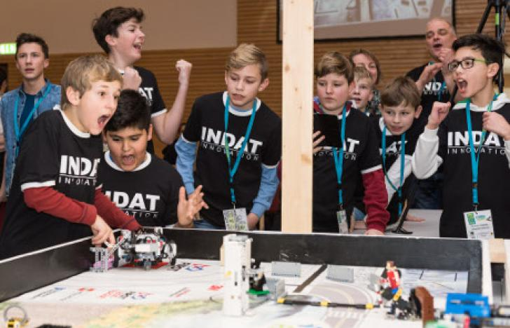 Junge Roboteringenieure