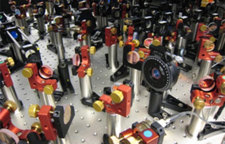 Quantenfeldtheorie im Quanten-Simulator erstmals gemessen