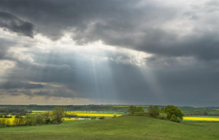 Sonnenschein durch viele Wolken